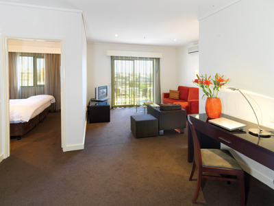 You will find entertainment, nightlife and CBD of Perth on the doorstep of this serviced apartment. We are surrounded by everything you will need for a short or a long stay: restaurants and cafes, gym